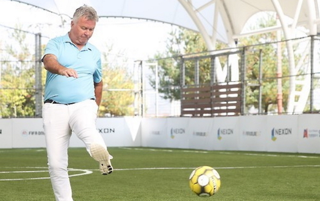 Presiding over the most successful stretch of South Korean football ever, Guus Hiddink on the sidelines throughout the 2002 FIFA World Cup was a figure of stability, charisma, and most importantly, trust. (Image: Yonhap)