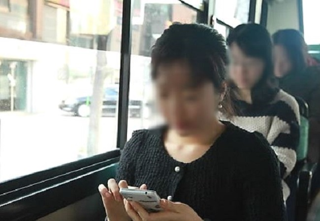 "Riders can connect to Wi-Fi networks by selecting ""Jeju Free Wi-Fi"" on their phones and providing their nationality, gender, age and purpose of visit. (Image: Yonhap)"