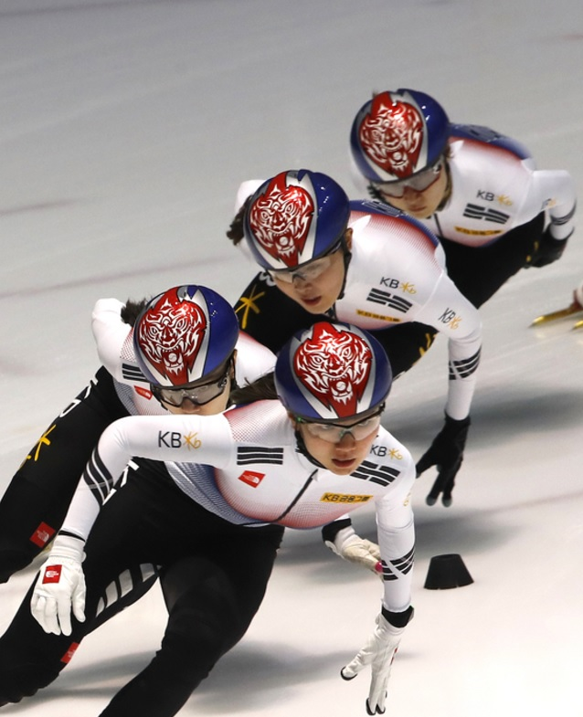 South Korea's national short track speed skating team has unveiled new uniforms consisting of black, white, red, and blue to represent the colors of the country's flag, topped off with a red helmet with the fierce face of a tiger. (Image: Yonhap)