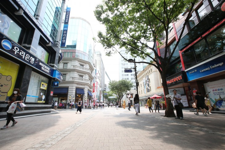 Hit by the absence of Chinese tourists over South Korea's deployment of a politically charged THAAD missile defense system, the future of Seoul's iconic Myeongdong neighborhood is now shrouded in uncertainty. (Image: Yonhap)
