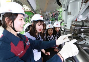 Asiana Airlines Holds Engineering Class for Female Middle School Students