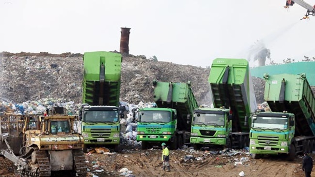 The Ministry of Environment and the Sudokwon Landfill Site Management Corporation (SLC) announced plans on Sunday to expand its renewable energy generation capacity in the capital and surrounding area by building solar energy power plants on landfill sites alongside existing biomass and landfill gas power plants. (Image: Yonhap)