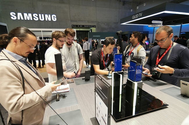 According to the data compiled by Counterpoint Research, Samsung Electronics accounted for more than 20 percent of the world's smartphone market in the two-month period, holding onto a solid lead. (Image: Samsung)