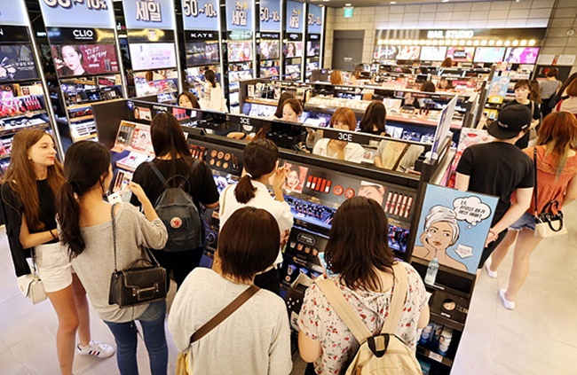 Cosmetics Consumers Prefer to Buy New Items Offline, and Bestsellers Online