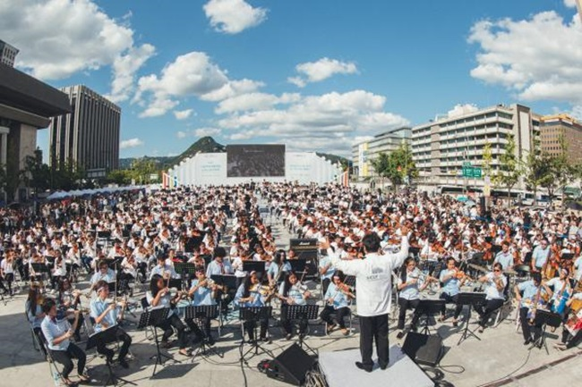 During a launch ceremony near Seoul Citizens Hall, which was held with the support of the Seoul Metropolitan Government and in time for the fourth Seoul International Community Orchestra Festival, 63 members with different backgrounds and stories gathered together to play music. (Image: Seoul)