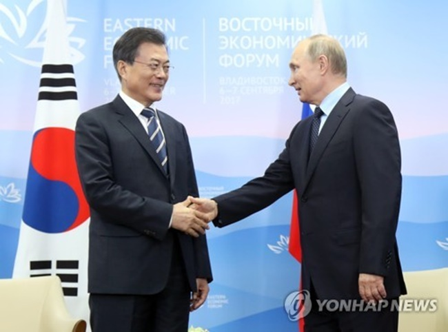 South Korean President Moon Jae-in renewed his request for Russia's support in pushing for a fresh U.N. Security Council (UNSC) resolution in a bilateral summit with his Russian counterpart held in the Russian far eastern city of Vladivostok, according to Moon's chief press secretary Yoon Young-chan. (Image: Yonhap)