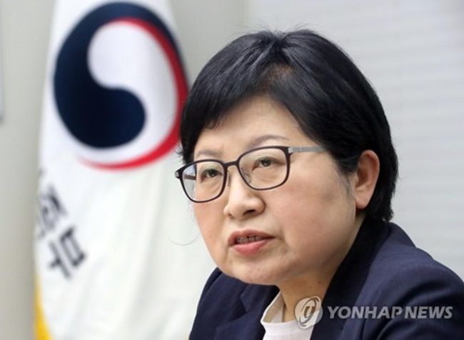 """There are talks on the need to strengthen punishments, but the focus of the gender equality and family ministry is how we raise juvenile offenders to become healthy and upright,"" Gender Equality Minister Chung Hyun-back told reporters. (Image: Yonhap)"