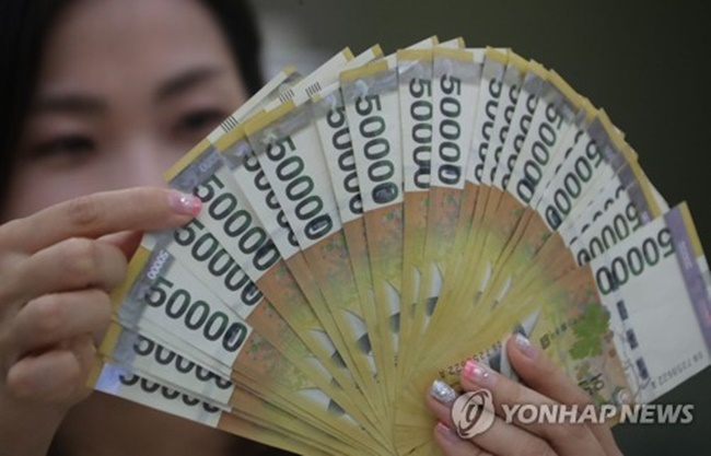 The nation's M2 totaled 2,472.1 trillion won (US$2.18 trillion) in July, compared with 2,352.2 trillion won a year earlier, the Bank of Korea (BOK) said in a statement. (Image: Yonhap)