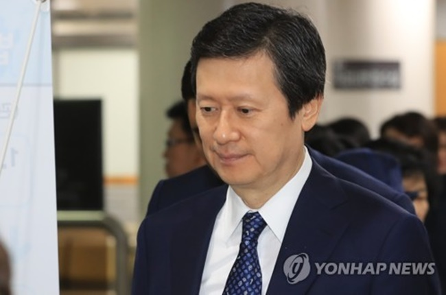 2017 shows Shin Dong-joo the elder son of Lotte Group founder Shin Kyuk-ho arriving at the Seoul Central District Court in the capital city to stand trial over corporate crime allegations