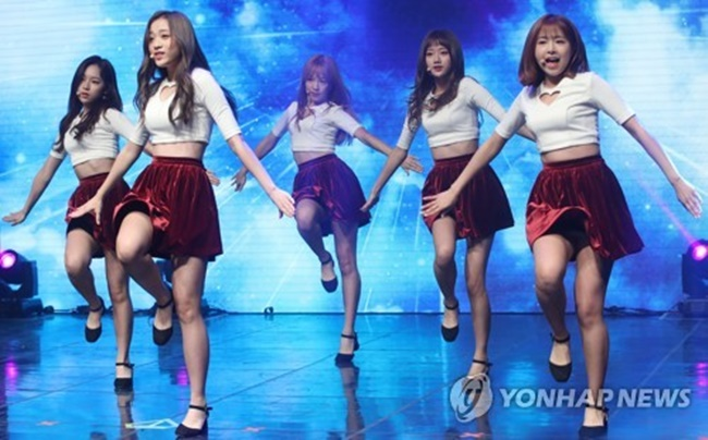 """After first listening to the song I thought this is it. I knew that this had to be the lead song,"" leader Chaekyung explained to reporters of the new song at a media showcase held at Ilji Art Hall in southern Seoul. (Image: Yonhap)"