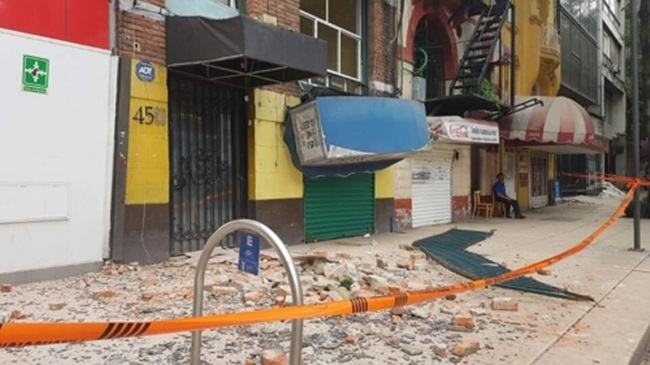 With a series of powerful earthquakes hitting Mexico and leaving hundreds of people dead, the Korean business community in the country is beginning to feel the negative impact of the devastating natural disasters. (Image: Yonhap)
