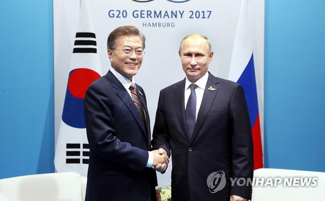 President Moon Jae-in and his Russian counterpart Vladimir Putin are set to hold talks Wednesday, shortly after Moon's arrival in Vladivostok to attend the Eastern Economic Forum (EEF) to be held the following day. (Image: Yonhap)