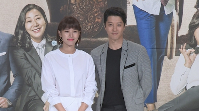 Former Co-Stars Lee Dong Gun, Jo Yoon Hee Hold Private Wedding Ceremony