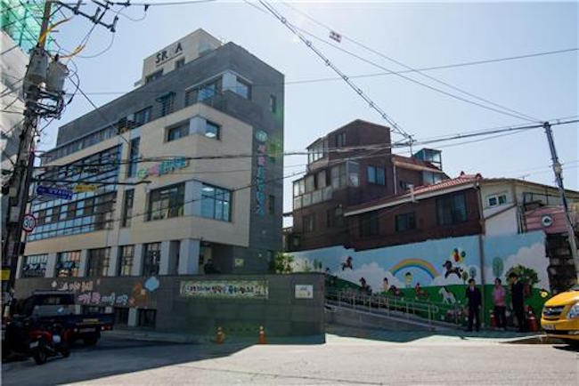 """""""Our failure to increase the number of classes eventually led to an even greater gift,"""" Principal Kim said with a smile. (Image: Hyojeong School)"""
