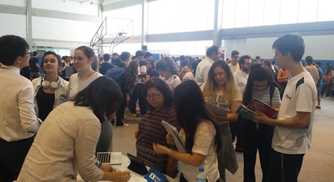 Here, they passed out brochures and provided information about South Korean universities and rubbed shoulders with representatives from American and Canadian universities like UCLA and UBC. (Image: São Paulo Korean Culture Center)