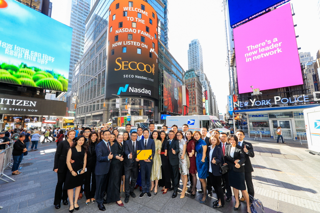 Secoo Holding Limited, Asia's largest online integrated upscale products and services platform, visits the Nasdaq MarketSite in Times Square in celebration of its IPO. (image: NASDAQ, Inc.)