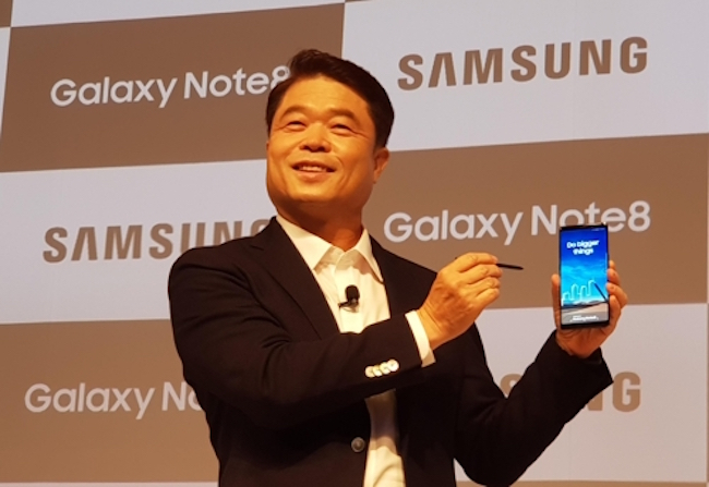 Samsung, Apple, Xiaomi Release Flagship Models in India, Targeting Rising Consumer Base