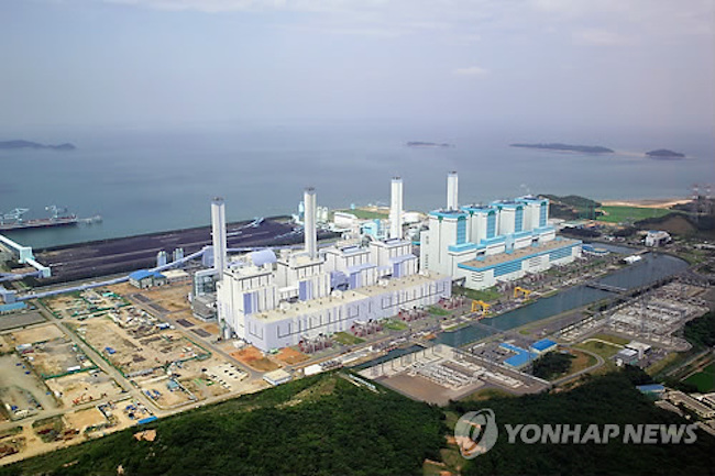 KEPCO (Korea Electric Power Corporation) announced on October 16 that it had held a commemorative ceremony for the successful construction of a one-megawatt demonstration plant capable of separating up to 90 percent of carbon dioxide from emissions. (Image: Yonhap)