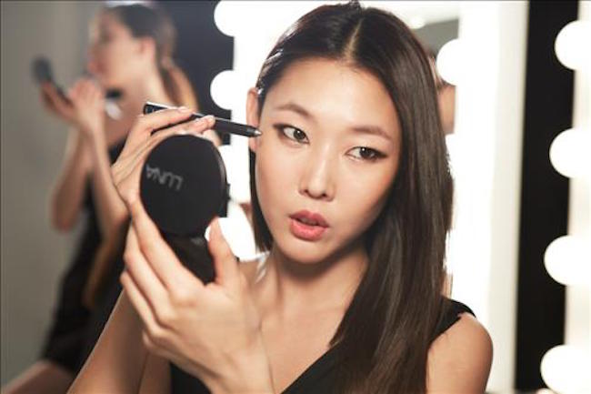 Thanks to the borderless internet, the world has never been more connected, with makeup trends from all corners gobbled up by curious youth everywhere. (Image: Yonhap)