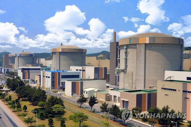 The South Korean government vowed Tuesday to support local companies' bids to export nuclear reactors overseas, in a move to ease concerns that its nuclear phase-out plan could adversely affect efforts to new secure contracts. (Image: Yonhap)