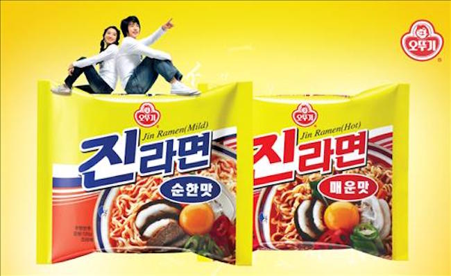 Ramyun (Korean noodle) lovers who struggle over a too spicy bowl will soon be able to pick and choose what matches their palate, courtesy of the Ministry of Agriculture, Food and Rural Affairs, which announced its intent to pass an addendum to the Korean Industrial Standards on October 25 requiring noodle makers to provide a 'spiciness meter' on product packaging. (Image: Yonhap)