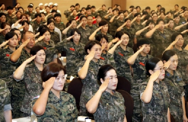 One petitioner argued that if female military conscription is not possible due to women's physical differences, the current system of recruiting female military and police officers must be repealed as well. (Image: Yonhap)