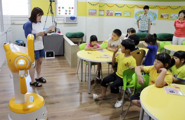 The part-time childcare program was implemented in earnest from 2015 after a pilot project between 2013 and 2014 for parents with children between six and 36 months of age. (Image: Yonhap)