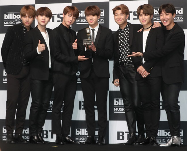 South Korean boy band BTS's music video for their latest single, 'DNA', has surpassed 100 million views on YouTube less than four weeks after its launch, making the band the fastest K-pop group to hit the 100 million milestone on the video giant's platform. (Image: Yonhap)