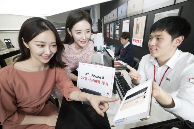 With some branding the sales performance in countries where the new iPhone was already released as 'below expectations', industry experts believe the preorder performance will determine the success of the iPhone 8 in South Korea. (Image: KT)