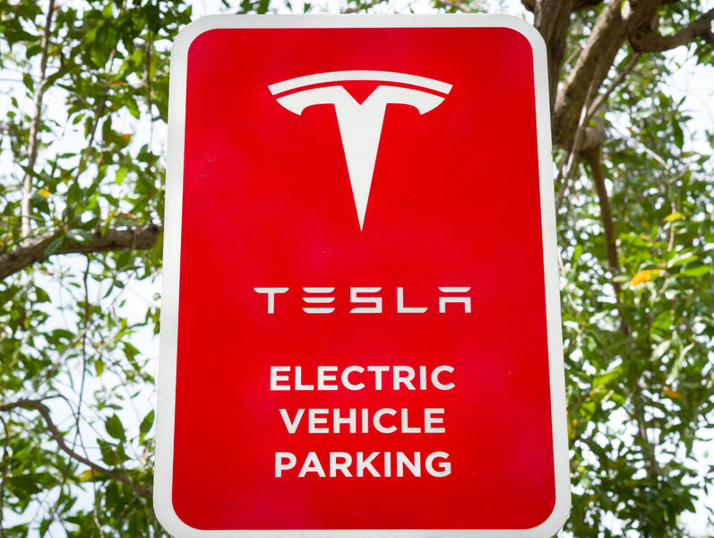 According to a source in the automobile industry on October 1st, Tesla Korea is planning to open its 8th supercharger station in Lotte World Tower in Jamsil, Seoul within this month after opening seven other stations in the country. (Image: Kobiz Media)
