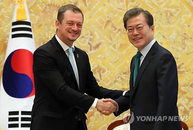 The president's remarks came in a meeting with Andrew Parsons, president of the International Paralympic Committee (IPC) at the presidential office Cheong Wa Dae. (Image: Yonhap)