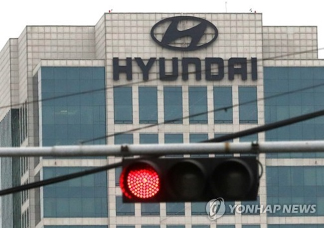 In the July-September quarter, Hyundai Motor's net profit fell to 939.2 billion won (US$835 million) from 1.12 trillion won a year earlier, the company said in a statement. (Image: Yonhap)