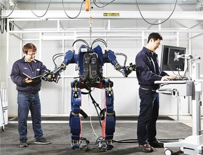 The number of patent applications filed for powered exoskeletons, also known as exosuits, are increasing steadily in South Korea, as the economy shifts towards the so-called Fourth Industrial Revolution. (Image: Hyundai Motor)
