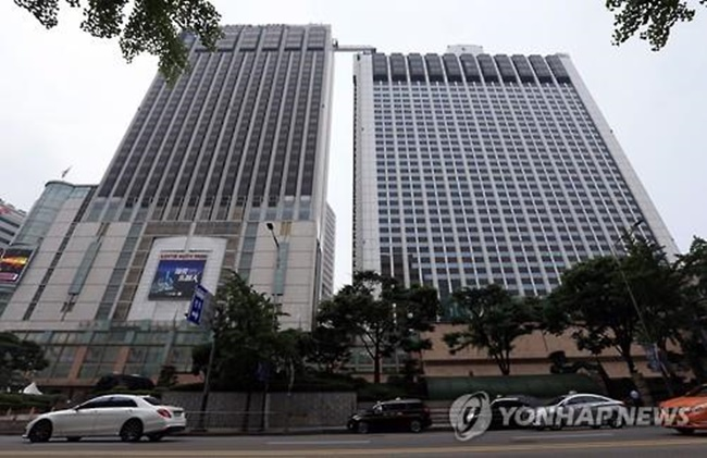 It has been reported that China's biggest travel agency, Ctrip, has been in contact with Lotte Hotel for a possible business deal, fueling speculation that China's ban on package group tours to South Korea might soon be lifted. (Image: Yonhap)