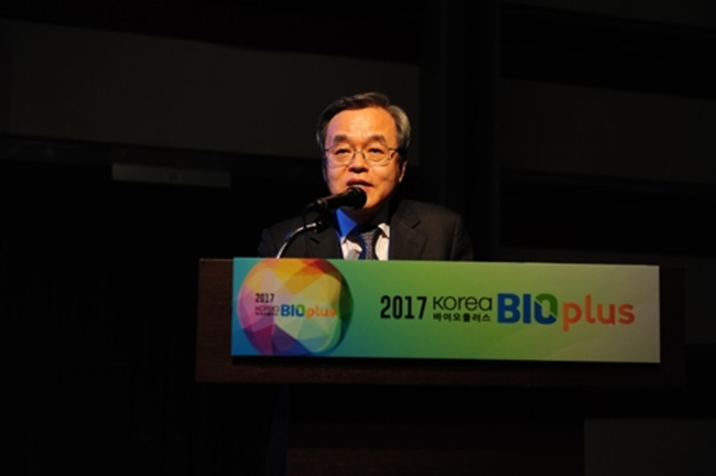 During the opening ceremony of the conference, Seo Jeong-sun, president of Korea Biotechnology Industry Organization, said the big data-based information industry will grow rapidly over the next three to five years, while acknowledging that the biggest challenge facing the South Korean bio-health industry is to nurture the medical big-data industry. (Image: Korea Biotechnology Industry Organization)