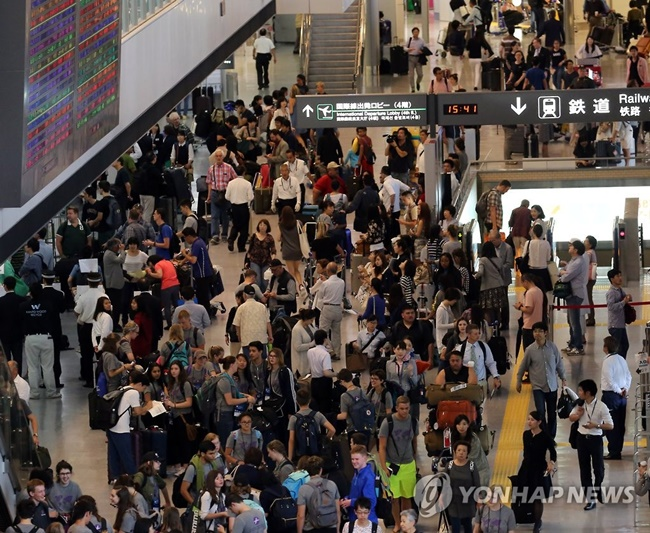 The gap continues to widen between the number of South Korean visitors to Japan and South Korea-bound Japanese tourists, sending alarming signs of the troubles facing the South Korean tourism industry and prompting tourism officials in South Korea to ramp up efforts to encourage domestic tourism. (Image: Yonhap)