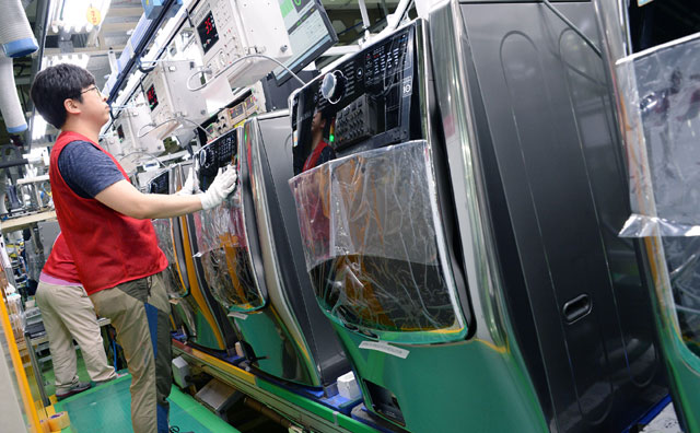 US Threatens Huge Tariffs on Samsung, LG Washing Machines