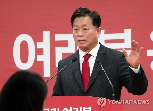 """Data from the Korea Communications Standards Commission shows some doctors are purposefully spreading false and exaggerated information to promote their hospital. The health ministry need to start punishing so-called show doctors,"" Kim said. (Image: Yonhap)"