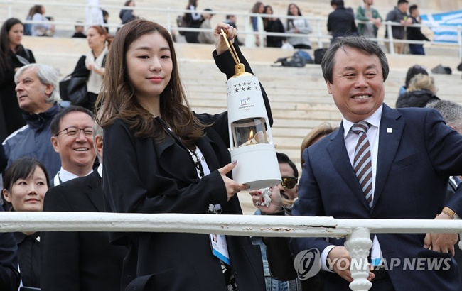 The Olympic flame was handed over tothe South Korean organizers of the PyeongChang Winter Games at a ceremony here Tuesday.(Image: Yonhap)