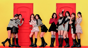 K-pop Girl Group TWICE No. 1 on Japan's Oricon Singles Chart