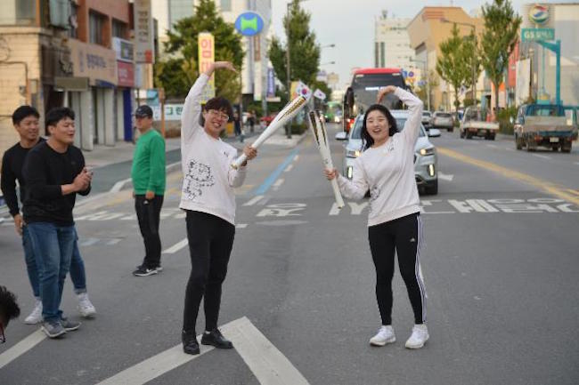 The Olympic torch will make its way across Greece and depart on the last day of October, arriving in Incheon International Airport on November 1, 100 days from the official kickoff of the event. (2018 Pyeongchang Winter Olympics official website gallery)