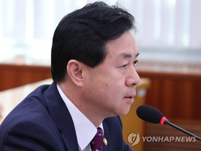 "Oceans Minister Kim Young-choon on Tuesday interpreted North Korea's recent repatriation of a seized South Korean fishing boat as a ""conciliatory gesture,"" as Seoul seeks to improve cross-border ties. (Image: Yonhap)"