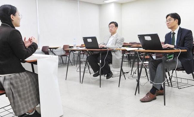 "Despite the current political climate, 31.5 percent agreed to the statement ""the hiring process is in a company's domain"", with justification ranging from ""if there is a plausible reason, it is understandable"" to ""in times like these, even having that inside track is a skill"". (Image: Yonhap)"