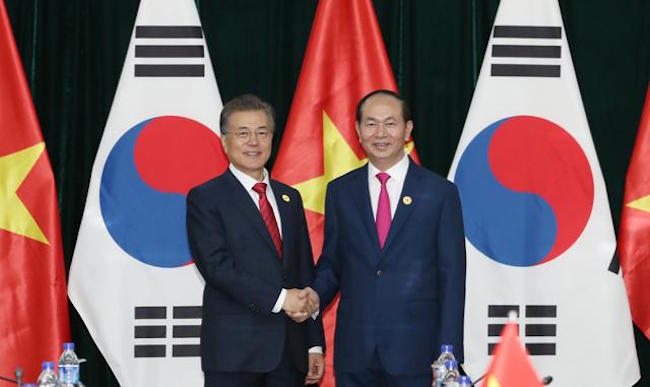In 2016, trade volume between South Korea and Vietnam was $43.4 billion, putting Asia's fourth largest economy behind China ($71.8 billion) and the United States ($47.1 billion) as Vietnam's third major trade partner. (Image: Yonhap)