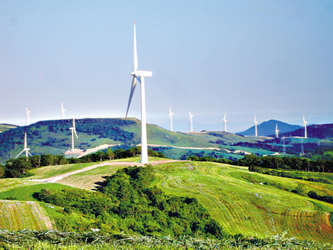 Discontent among residents living near Baekdudaegan – the mountain range that snakes through the heart of the Korean peninsula – is on the rise concerning the growing presence of wind turbines in the area. (Image: Yonhap)