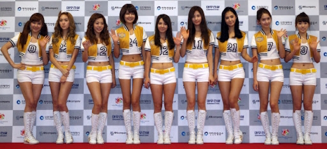 "After listening to three different versions of the Girls' Generation hit song ""Gee"" – in addition to the original recording, two covers by a rock band and an indie artist – the North Korean soldier at Ajou University Hospital told his doctors of his musical preferences, proving that there are no borders when it comes to catchy tunes by Korean celebrity royalty. (Image: Yonhap)"