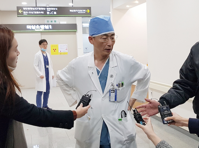 A minor controversy has brewed in the past few days as to whether Lee abused the authority of his position by revealing to the public various aspects of his famous patient's condition through exchanges with the media. (Image: Yonhap)