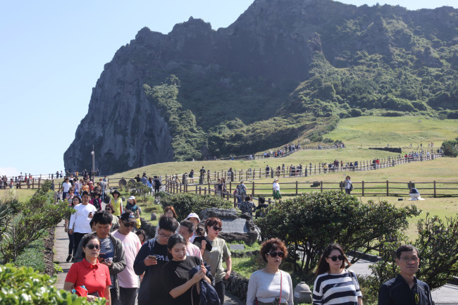 """""""Too Many Tourists!"""" Jeju Residents Say Quality of Life is Dropping"""