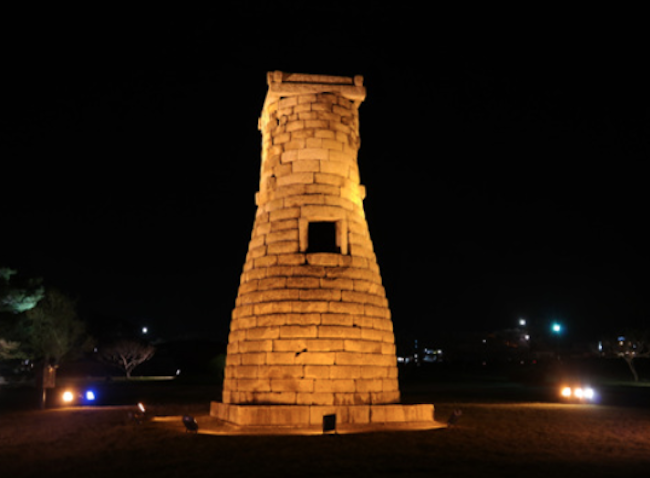 The cylindrical structure is 9.17 meters tall and is composed of 27 layers of 362 stones, with a 1 square meter window facing southward. (Image: Korea Tourism Organization Website)