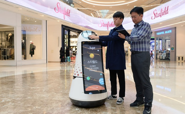 LG Electronics is introducing assistant robots at one of the biggest shopping malls in South Korea. (Image: LG Electronics)